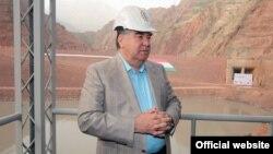 Эмомали Рахмон на Рогунской ГЭС. 27 июня 2018 года.