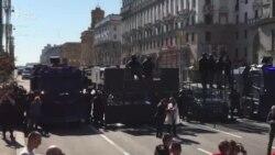 Протести у Білорусі: десятки тисяч людей, ОМОН та військова техніка (відео)