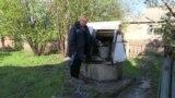 Жителька села Дружба Олена змушена пити технічну воду з колодязя, Донецька область, 13 травня 2021 року