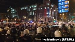 Белград- полицијата ги спречи десничарските групи да стигнат до местото на кое синоќа учесниците на Парадата на гордоста одржаа забава
