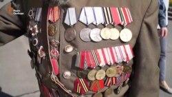У Дніпропетровську сотні людей з портретами родичів вшанували пам'ять загиблих у Другій світовій війні