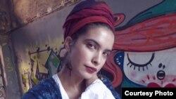 """Ивана Јовановска, млада македонска поетеса и авторка на збирката """"На ракавот на градот"""""""