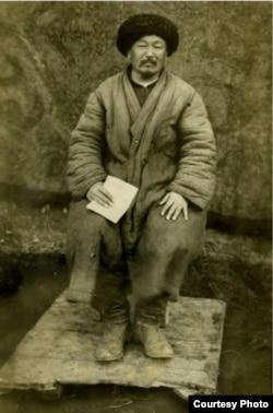 Акмат Кудайбергенов, директор школы и переводчик пьес с кыргызского на русский.