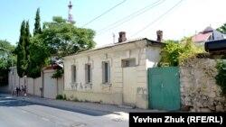 Этому дому тоже более ста лет