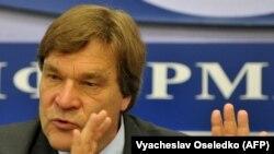 Qirg'iziston surishtiruv komissiyasi raisi Kimmo Kilyunen.
