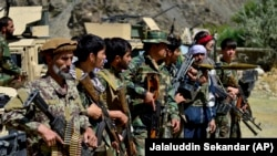 Бойцы сил антиталибского сопротивление в Панджшере.