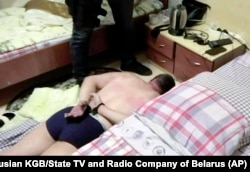 Этот скриншот был сделан с видео, распространенном КГБ Беларуси