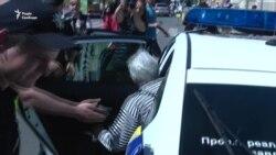 В Одесі затримали літню жінку, яка вдарила молодика за вигук «Слава Україні!» (відео)