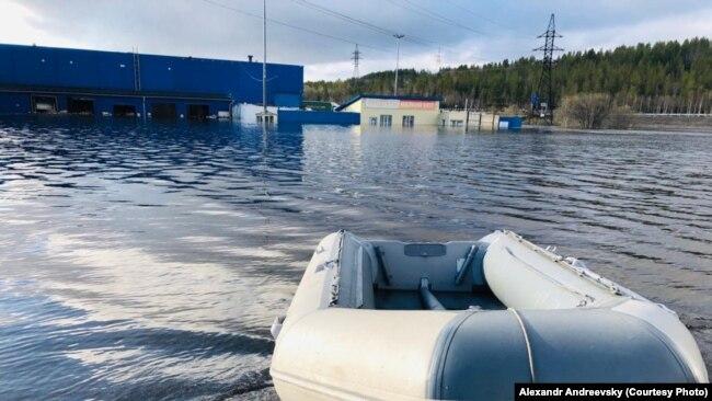 До домов в Мурманской области можно добраться только вплавь