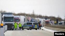 Trecerea de forntieră Breitenau, pe A17, intrarea în Germania din Cehia la începutul noilor restricții sanitare, 15 februarie 2021.