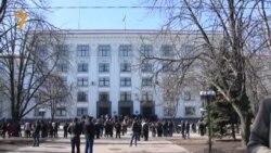 Акция про-российских активистов у здания обладминистрации Луганской области