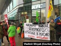 """Пикет """"Экозащиты!"""" против ввоза ядерных отходов в Россию"""