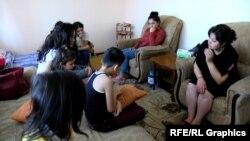 Էլլադա Դադայանը քրող երեխաների հետ Երևանում
