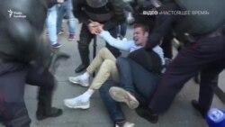 Протести у Москві: поліцейські б'ють лежачих людей