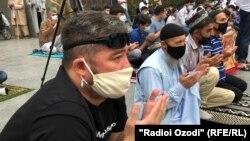 Намози ид дар масҷиди марказии Душанбе.
