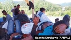 Migranti u Ključu, na policijskom punktu.