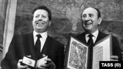 Советский кардиолог Евгений Чазов (слева) и его американский коллега, изобретатель дефибриллятора постоянного тока Бернард Лаун.
