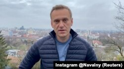 Aleksei Navalny's return to Russia comes amid a broad crackdown on opposition activity by the government in the run-up to parliamentary elections this year. He could face arrest upon arrival.