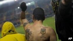 عکسی از هواداران افراطی تیم بیتار اورشلیم در استادیوم تدی