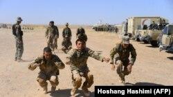 آرشیف، شماری از نیروهای افغان در حال آموزش نظامی در ولایت هرات