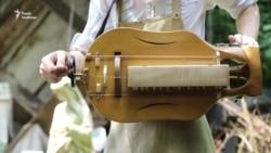 Львів'янин Гордій Старух творить ліри, поєднуючи скульптуру і музику (відео)