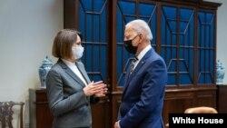 Сьвятлана Ціханоўская з Джо Байдэнам у Белым Доме, Вашынгтон, 28 ліпеня 2021