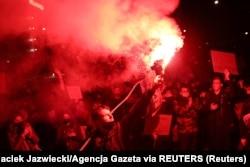 Протестующие у здания Конституционного суда Польши
