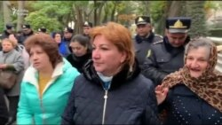 Polis valideynləri Administrasiya qarşısına qoymayıb