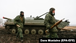 Проруски милитанти на самопрогласената Народна Република Донецк оперираат за време на воена вежба, 28 јануари 2020 година