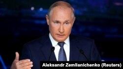 Russian President Vladimir Putin delivers a speech at the Eastern Economic Forum in Vladivostok on September 3
