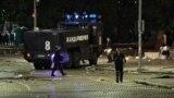 Късно в сряда вечерта на площада пред Партийния дом пристигна водно оръдие. То не влезе в употреба