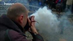 پلیس مقدونیه به سوی پناهجویان گاز اشکآور پرتاب کرد