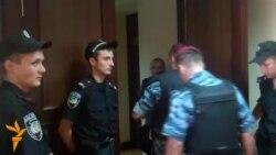 Активістів, які захопили Київраду, забрала міліція