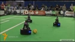 Ռոբոտները ֆուտբոլ են խաղում