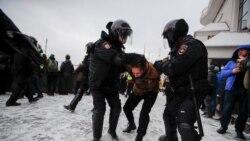 Мәскеудегі митинг: Навальный жақтастарының көшеге шығуы, қаптаған полицей және жаппай ұстап әкету
