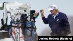 Президент Дональд Трамп гольф майдонида, Виржиния, АҚШ