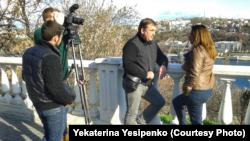 Владислав Есипенко дает интервью одной из редакций в 2014 году (семейный архив)