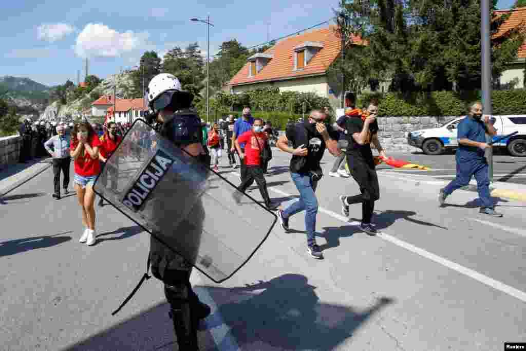 Протест против устоличувањето во Цетиње на црногорско-приморскиот митрополит Јоаникие на Српската православна црква.
