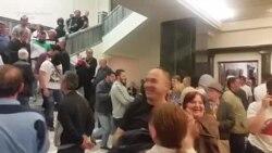 Sobranje: Maskirani napadači dočekani aplauzom demonstranata