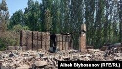 Разрушенный до основания дом в кыргызском селе Максат Лейлекского района. 2 мая 2021 года.
