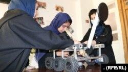 گروه دختران روباتیک افغانستان میخواهد روباتی بسازد که ماین روبی کند.