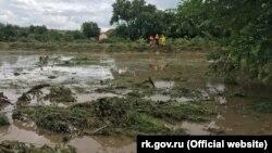 Последствия дождей, затопивших село Приозерное Ленинского района, 17 июня 2021 года