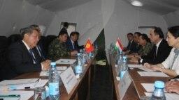 Переговоры делегаций Таджикистана и Кыргызстана в Баткене. 1 мая 2021