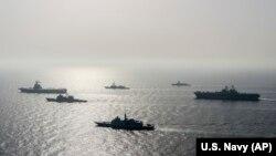 Французский авианосец «Шарль де Голль» и фрегат «Прованс» вместе с кораблями США на учениях в марте 2021 г.