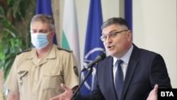 Министърът на отбраната Георги Панайотов и началникът на отбраната Емил Ефтимов