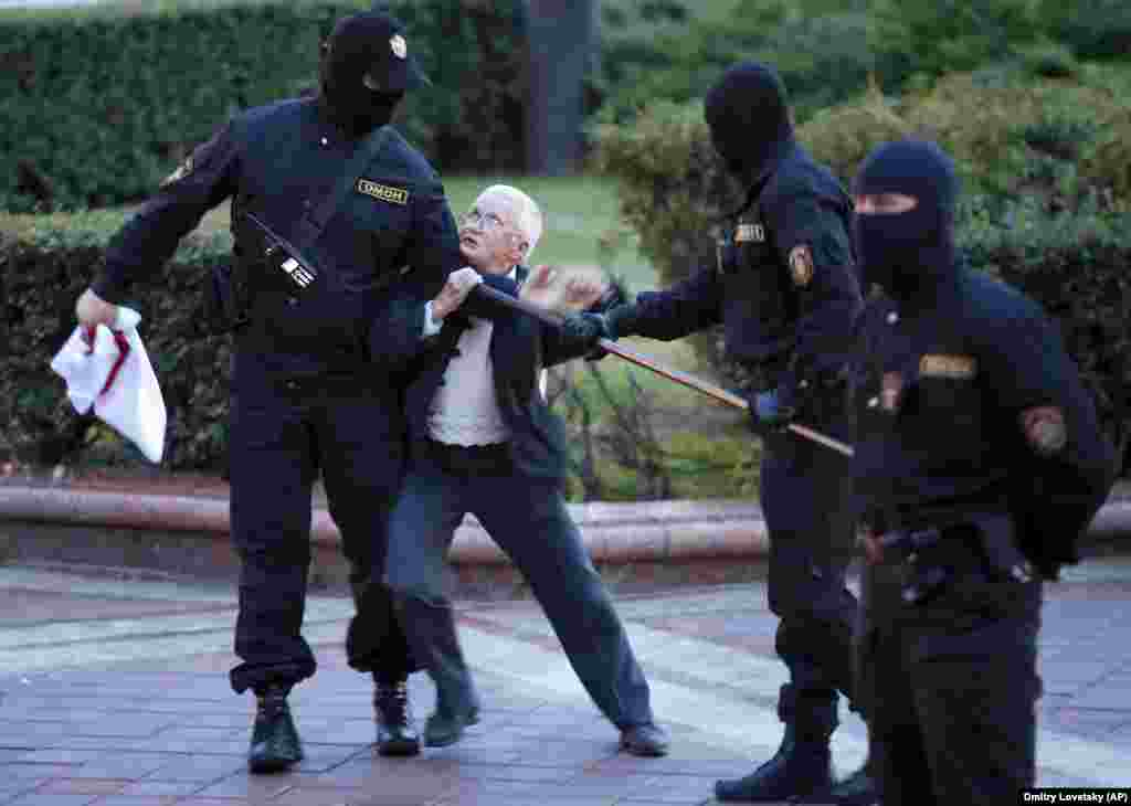 Opposition activist Nina Baginskaya, 73, struggles with police during a Belarusian opposition rally in Minsk on August 26. (AP/Dmitri Lovetsky)