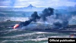 Скрийншот от видео на арменското военно министерство, показващо обстрел на азербайджански военни части в Нагорни Карабах