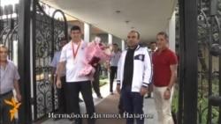 Истиқболи гарми Дилшод Назаров дар фурудгоҳи Душанбе