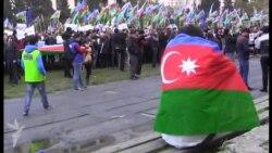 Siyasi məhbusun orta məktəb müəlliməsi Milli Şuranın mitinqində...