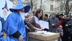 """Яблочники"" показали москвичам ""список Чурова"""